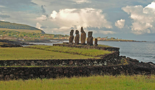Ahu-Tahai-Easter_Island-BY-Jerrye-and-Roy-Klotz-MD-blog