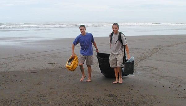 Beach-cleanup-by-Paulo-Valerio.jpg