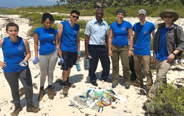 Beach-cleanup-in-Cuba-2-by-Sandy-Doss-blog-inline