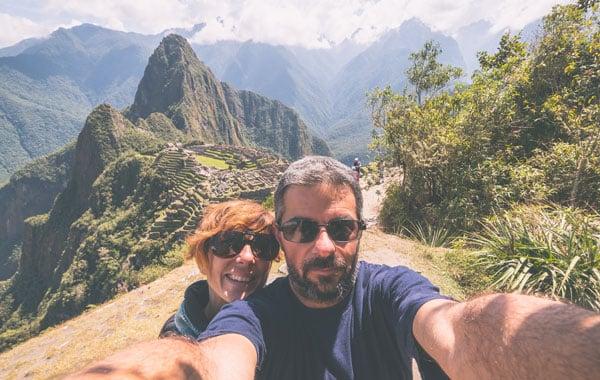Machu-Pichu-selfie-stock.jpg