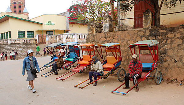 Madagascar-taxis-by-Stephanie-Kowacz-blog-inline.jpg